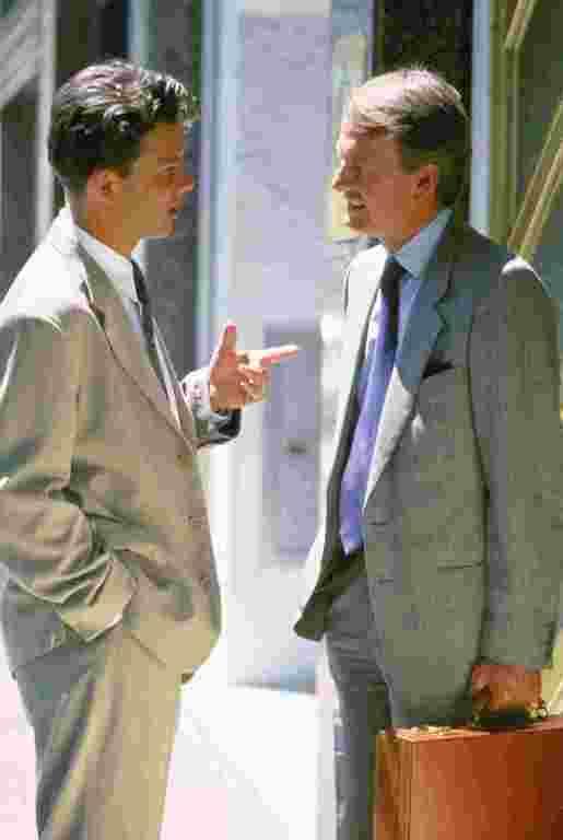 Диалог между двумя людьми по этикету